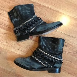 Free People Distressed Styled Chain Ankle Boots 37
